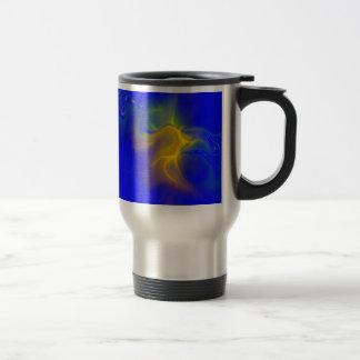 Un chapoteo del amarillo taza térmica