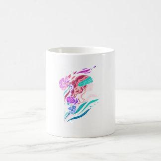 Un chica hermoso taza de café