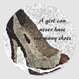 Un chica puede nunca tener demasiados zapatos pegatina redonda