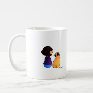 Un chica y su barro amasado brunette tazas de café