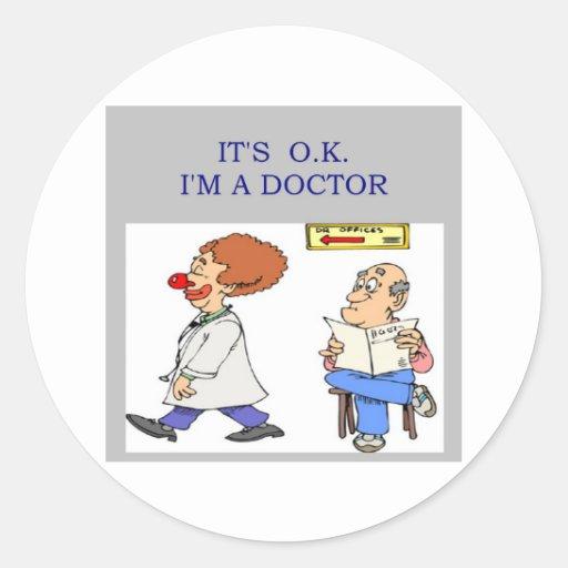 un chiste divertido del doctor pegatinas redondas