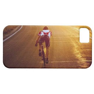 Un ciclista en la bici del camino cerca de Great Funda Para iPhone 5 Barely There