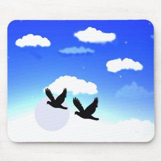 un cielo con imagen de los pájaros en el cojín de  mouse pads