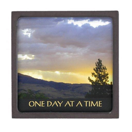 Un cielo de julio del día a la vez caja de recuerdo de calidad