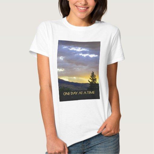 Un cielo de julio del día a la vez camisas