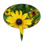 Un cierre hermoso para arriba de una flor amarilla figuras de tarta