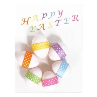 Un círculo de los huevos de Pascua adornados Postal
