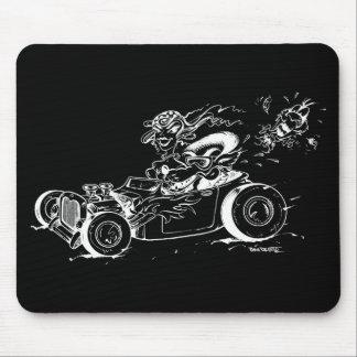 Un coche de carreras, un lobo y un cojín de ratón  mousepads