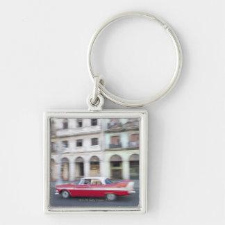 Un coche viejo que cruza las calles de La Habana,  Llavero Personalizado