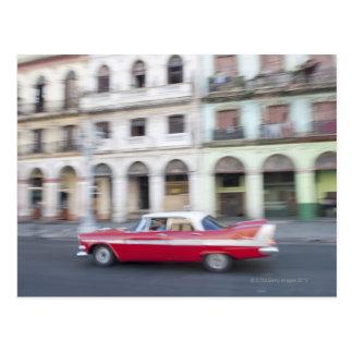 Un coche viejo que cruza las calles de La Habana, Postal