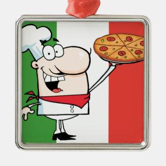 Un cocinero soporta la pizza adorno cuadrado plateado