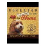Un Cockapoo cariñoso hace nuestro hogar de la casa Tarjetas Postales
