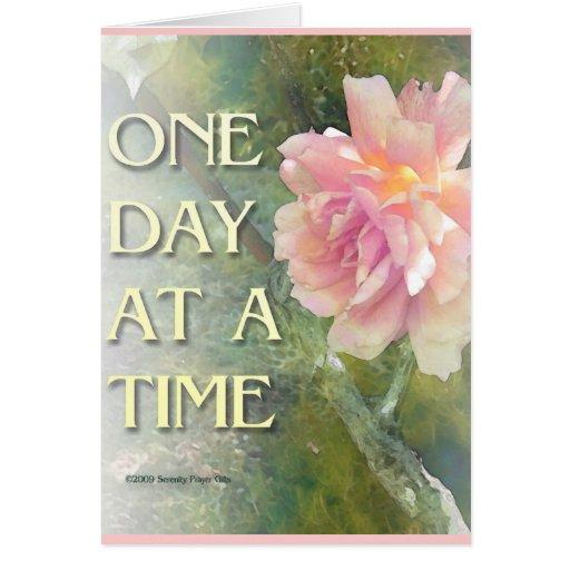 Un color de rosa rosado del día a la vez tarjeta de felicitación