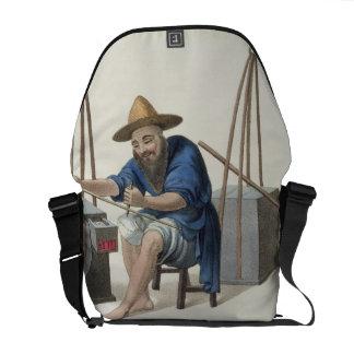 Un componedor de la porcelana, platea 28 'del traj bolsa de mensajería