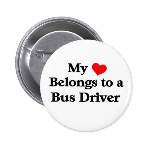 Un conductor del autobús tiene mi corazón pin redondo 5 cm