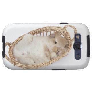 Un conejo está en una cesta. Holanda Lop. Galaxy SIII Carcasas