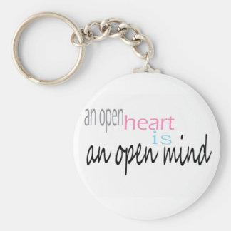 Un corazón abierto es una mente abierta llavero redondo tipo pin