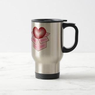 Un corazón en una caja de regalo - rosa taza de viaje de acero inoxidable