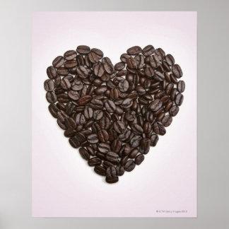 Un corazón hecho de los granos de café póster