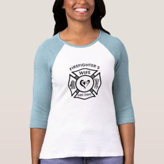 Un corazón maltés de la esposa de los bomberos camisetas
