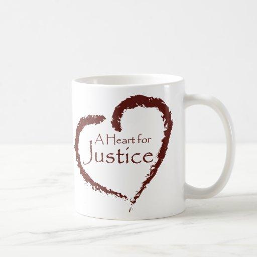 Un corazón para la taza de la justicia