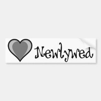 Un corazón - recién casado - negro y blanco pegatina de parachoque