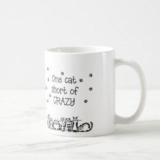 Un cortocircuito del gato de regalos locos taza básica blanca