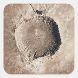 Un cráter del impacto del meteorito calcomanías cuadradas personalizadas