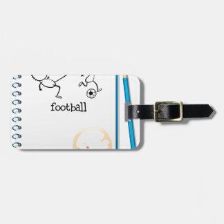 Un cuaderno con un diseño del fútbol etiquetas maletas