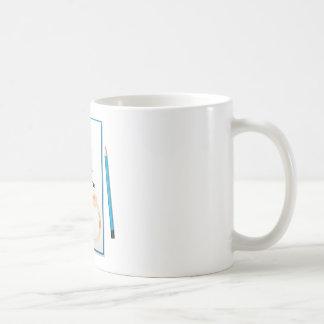 Un cuaderno con un trampolín en la cubierta taza básica blanca
