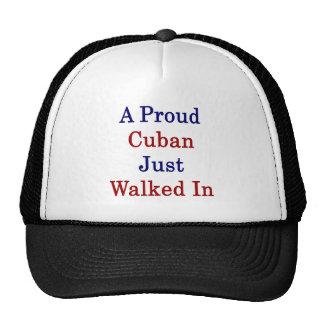 Un cubano orgulloso acaba de caminar adentro gorros