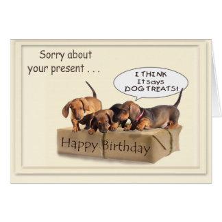 Un cumpleaños del perro de patas muy cortas tarjeton
