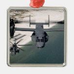 Un CV-22 Osprey y un MH-53 pavimentan punto bajo Adorno Navideño Cuadrado De Metal