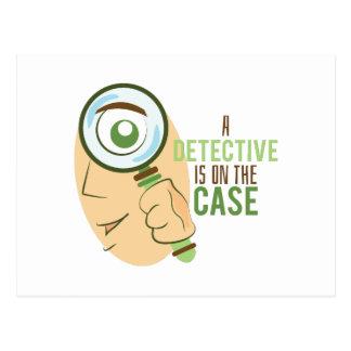 Un detective está en el caso postal