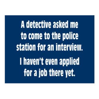 Un detective pidió que viniera a la comisaría de tarjetas postales