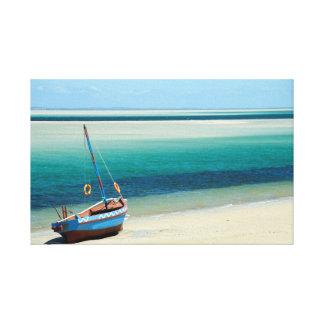 Un Dhow en el borde de las aguas en Mozambique Impresión En Lienzo