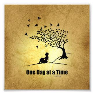 Un día a la vez - (1 hembra del día a la vez) fotografías