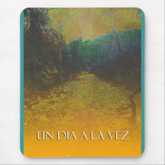 UN DIA A LA VEZ (One Day at a Time in Spanish) Mouse Pad