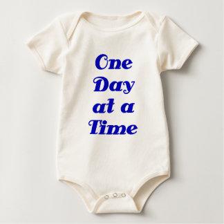 Un día a la vez trajes de bebé