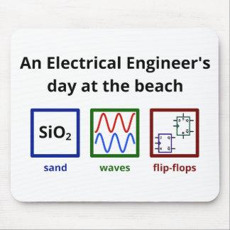 Un día del ingeniero eléctrico en la playa tapetes de ratón