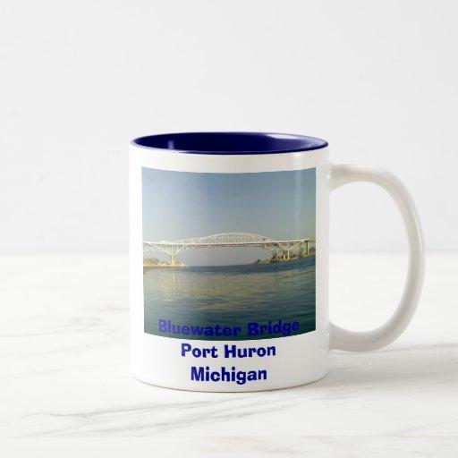 Un día en el lago, puerto Huron del puente de Blue Taza