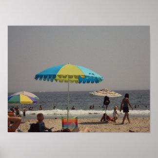 Un día en la playa posters