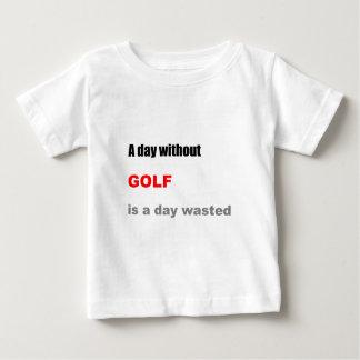 Un día sin golf es un día perdido remera