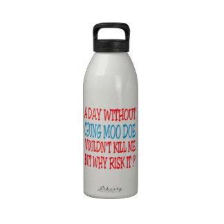 Un día sin la gama del MOO de Chungkin Botella De Agua Reutilizable