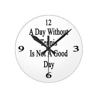 Un día sin tenis no es un buen día relojes de pared