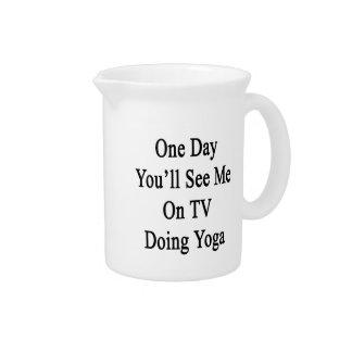 Un día usted me verá en la TV que hace yoga Jarrón