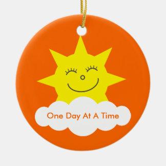 Un dibujo animado Sun de la fecha de la sobriedad  Adorno De Reyes