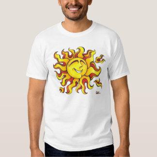 ¡Un dibujo feliz de un sol con una sonrisa grande! Polera