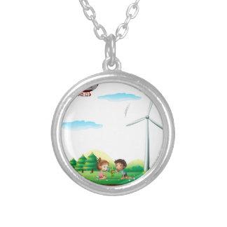 Un dirigible sobre una isla con un molino de colgante redondo