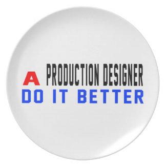 Un diseñador de la producción mejora platos para fiestas